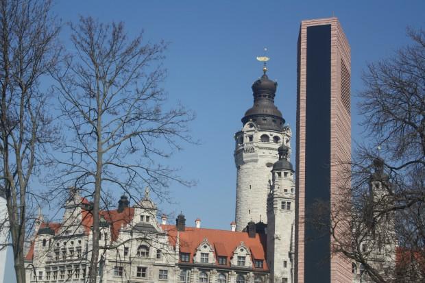 Turm der neuen Propstei vor dem Neuen Rathaus Foto: Ernst-Ulrich Kneitschel