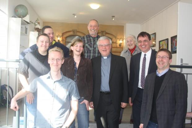 """Initiative """"Weltoffenes Gohlis"""" mit Bischof. Foto: Ernst-Ulrich Kneitschel"""