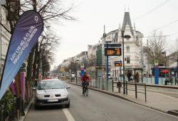 Der Normalzustand auf diesem Stück Karli: parkende Autos auf dem Radstreifen. Foto: Ralf Julke