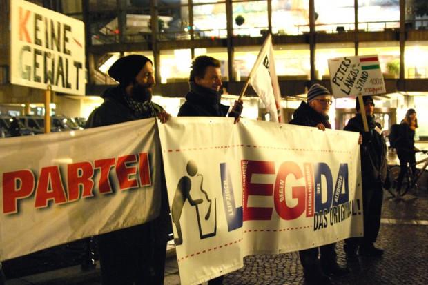 Niemand steht so konsequent für Gewaltlosigkeit ein, wie eben die, die Satire betreiben. Dies aber voller Gewaltlosigkeit. Foto: L-IZ.de