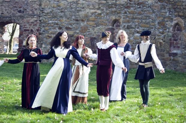 Renaissance-Tanz in den Ruinen des Klosters Nimbschen. Foto: Gerhard Weber/Stadt Grimma