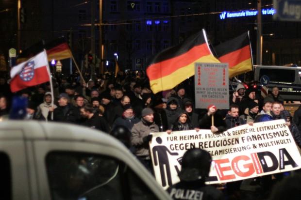 Legida am 23. Februar 2015. Ein Bürgerreporter lief mit und veröffentlichte anschließend Mitschnitte von den Gesprächen innerhalb des Demonstrationszuges. Foto: L-IZ.de