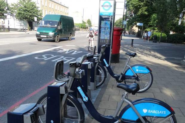 London hat seit 2010 ein stadtweites Verleihsystem mit mittlerweile über 6000 Fahrrädern an mehr als 400 Stationen. Eine halbe Stunde ist kostenfrei. Foto: Patrick Kulow
