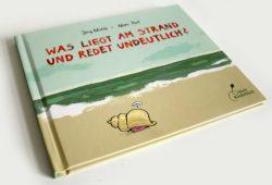 Jörg Mühle, Moni Port: Was liegt am Strand und redet undeutlich? Foto: Ralf Julke