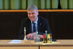 Markkleebergs OBM Karsten Schütze vor Beginn der Stadtratssitzung. Foto: Patrick Kulow