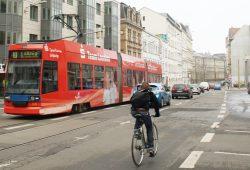 Radfahrer auf der KarLi. Foto: Ralf Julke