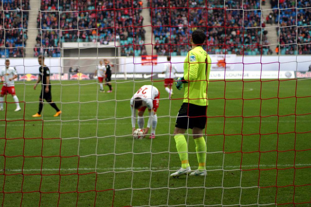 Elfmeter in der 3. Minute zum 1:0 durch Kaiser. Foto: Henriette Fröhlich