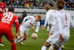 Robert Strauss (Heidenheim), Zsolt Kalmar, Emil Forsberg and Yussuf Yurary Poulsen (RB Leipzig). Foto: GEPA Pictures