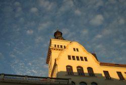 Turm der Schillerschule in Gohlis. Foto: Ralf Julke