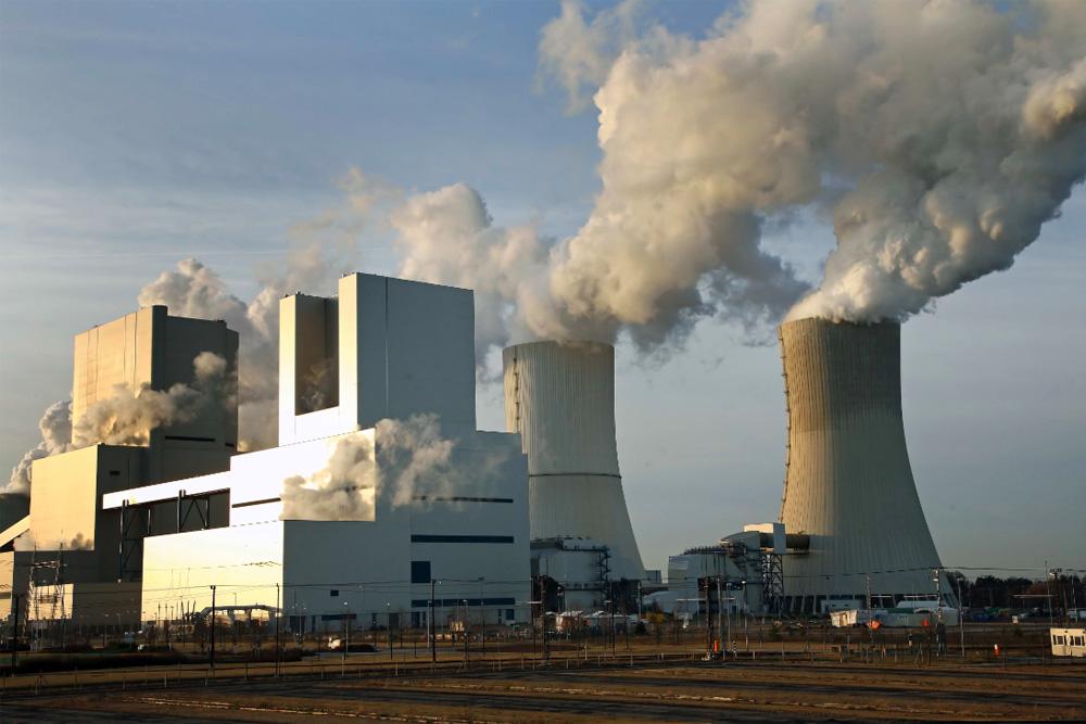Kann noch etwas länger im Betrieb bleiben: Der 2006 erbaute Block R im Kraftwerk Boxberg (vorn). Foto: Bernd Schnabel / Vattenfall