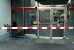 42 zerstörte Scheiben zählte die Polizei heute. Foto: PD Leipzig