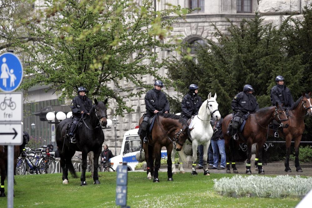 NoLegida, Polizei und Legida am 27. April 2015. Foto: L-IZ.de