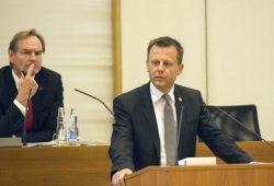 Finanzbürgermeister Torsten Bonew im Leipziger Stadtrat. Foto: Sebastian Beyer