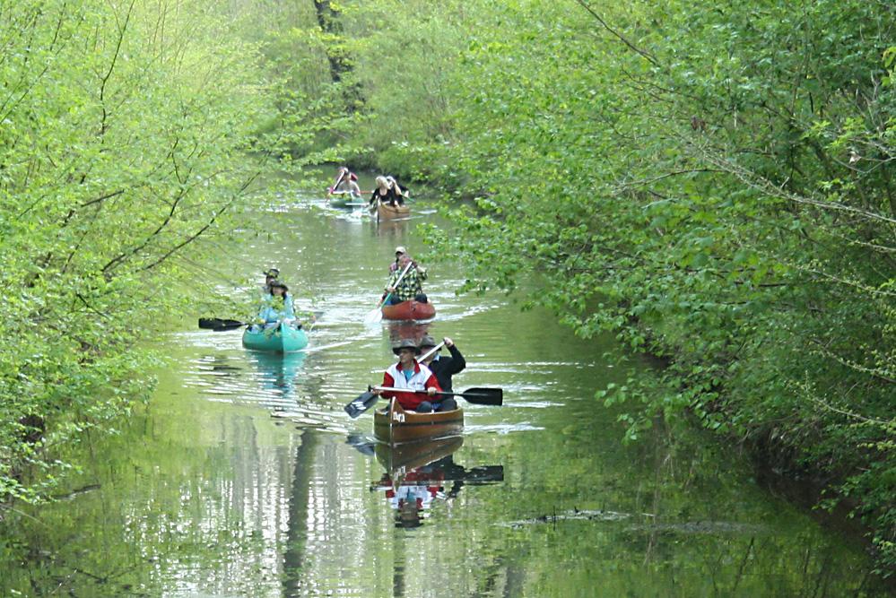 Paddler untrwegs auf dem Floßgraben. Foto: Ralf Julke