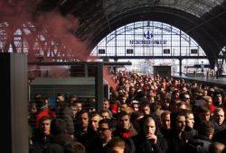 Rauchtöpfe auch im Bahnhof. Foto: L-IZ.de