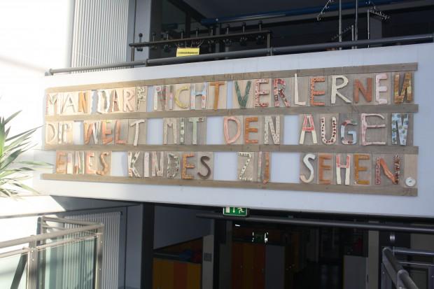Eingangsberich Montessori-Schulzentrum. Foto: Ernst-Ulrich Kneitschel