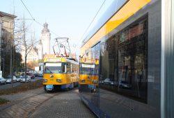 Straßenbahnen der LVB an der Haltestelle Windmühlenstraße. Foto: Ralf Julke