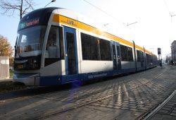 XXL-Straßenbahnzug der LVB. Foto: Ralf Julke