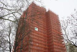 Auch die LWB saniert ihre Bestände - hier eine Hochhaussanierng von 2013. Foto: Ralf Julke