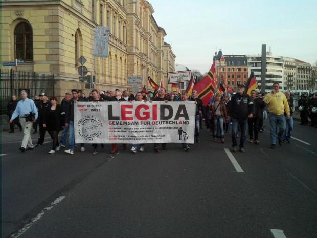Legida startet an der Harkortstraße zum halben Ringrundgang in Leipzig. Foto: L-IZ.de