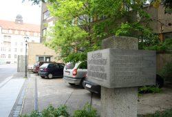 Das Denkmal für die 1948 abgerissene Matthäikirche. Foto: Ralf Julke