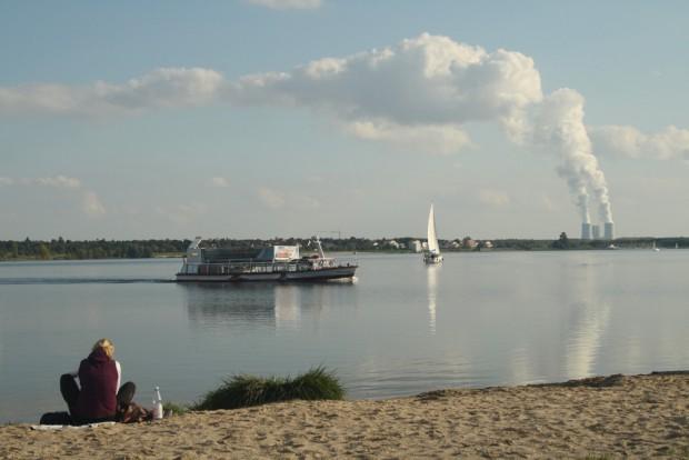 Die MS Cospuden unterwegs auf dem Cospudener See. Foto: Ralf Julke