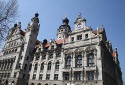 Verwaltungssitz Neues Rathaus. Foto: Ralf Julke