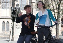 Anna-Luise Oppelt und Nils Mönckemeyer beim Rad-Besuch in Leipzig. Foto: Ralf Julke