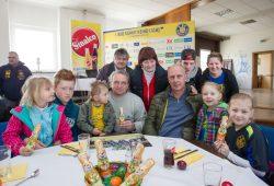 Auch Lok-Coach Heiko Scholz und Sport-Geschäftsführer Mario Basler nahmen sich Zeit für ihre Ostergäste. Foto: Bernd Scharfe