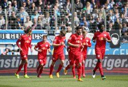 Yussuf Poulsen (li) schoss RB in der 13.ten Minute in Führung. Foto: GEPA Pictures