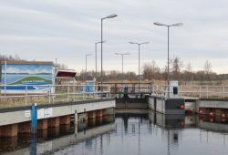 Einer der Bausteine des touristischen Gewässerverbundes: die Schleuse Cospuden. Foto: Patrick Kulow