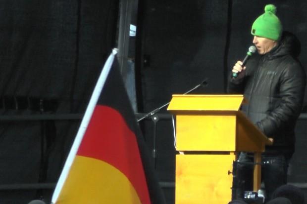 Silvio Rösler auf der Legida-Bühne am 31. März 2015. Schuld an eventuellen Eskalationen sind immer die Anderen. Foto: L-IZ.de