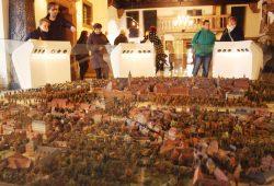 Blick übers Stadtmodell und die neuen Bedienpulte von Süden aus. Foto: Ralf Julke