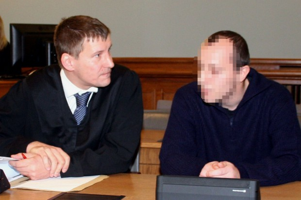 Strafverteidiger Sven Kuhne und der Angeklagte Marcel S. Foto: Alexander Böhm