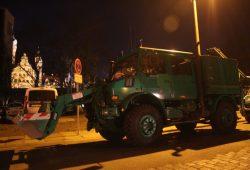 Was auch immer die Polizei geplant hatte - In der Dimitroffstraße stand schweres Gerät bereit. Foto: L-IZ.de