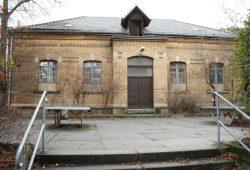 Die alte kleine Sporthalle der Weiße-Schule soll saniert und erweitert werden. Foto: Ralf Julke