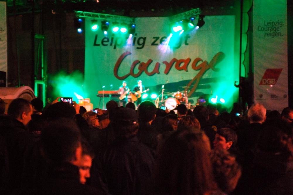 2015 auf dem Leipziger Marktplatz: Gedränge vor der Bühne beim