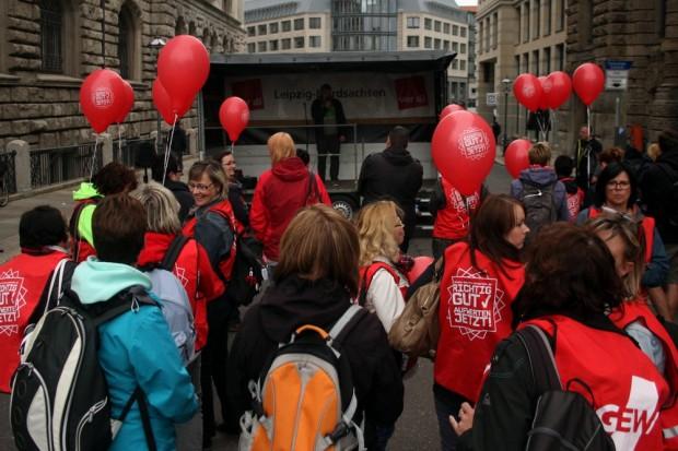 Die Ver.di-Demo vor dem Leipziger Rathaus. Foto: L-IZ.de