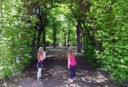 Exkursion mit Hortkindern aus der Wilhelm-Wander-Grundschule in den Mariannenpark. Foto: Stiftung Bürger für Leipzig