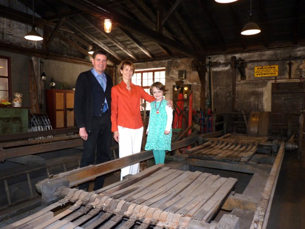 Familie Mucheyer in der sanierten Eisenmühle.  Foto: Medienkontor, Franziska Märtig