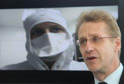 Dr. Gerno Schuknecht von der Abteilung Zelltechniken des IZI, Foto: Matthias Weidemann