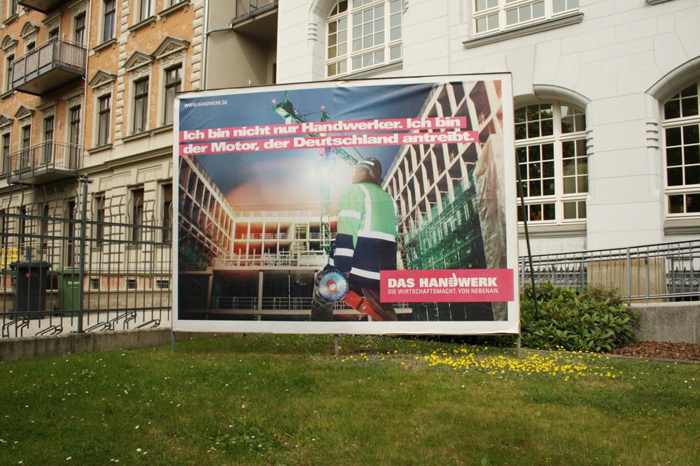 Plakat vorm Sitz der Handwerkskammer 2014: Am Außenbild fürs Handwerk wird schon seit ein paar Jahren emsig gearbeitet. Foto: Ralf Julke