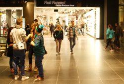 """Viele Angebote in den """"Höfen am Brühl"""" zielen vor allem auf junge Kundschaft. Foto: Ralf Julke"""