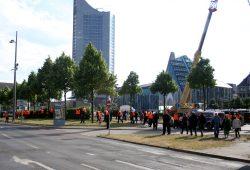 Order wollen scheinbar die Stadtfestivität vor der Parade schützen. Foto: Alexander Böhm