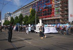 Ungeplante Zwischenkundgebung am Augustusplatz. Foto: Alexander Böhm