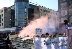 """Ohne Rauch ging es bei den """"Chaoten"""" doch nicht. Foto: Alexander Böhm"""