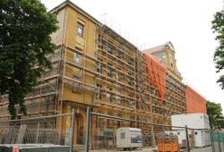 Baustelle Karl-Vogel-Straße: Das ehemalige Richard-Wagner-Gymnasium wird zur Käthe-Kollwitz-Förderschule. Foto: Ralf Julke