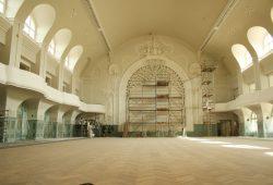 Blick in den Großen Saal der Kongresshalle mit den rekonstruierten Emporen von 1900. Foto: Ralf Julke