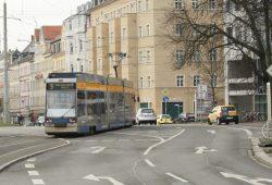 Straßenbahn Linie 9 auf dem Weg in die Wolfgang-Heinze-Straße. Foto: Ralf Julke