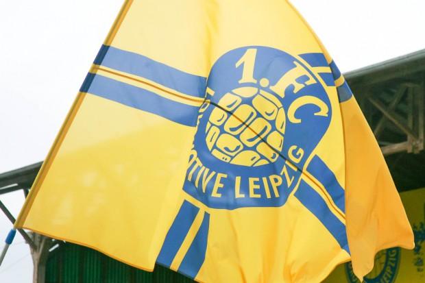 "Endlich wieder ""daheeme"": Das Lok-Emblem kehrt offiziell nach Probstheida zurück. Foto: Jan Kaefer"